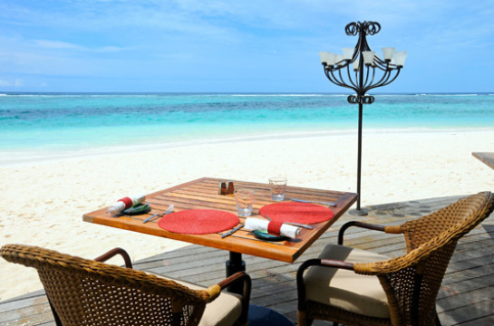 Enjoy a sumptuous lunch on the beach